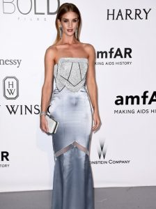 rosie-huntington-whiteley-amfar-gala-2016-1463736294-view-0